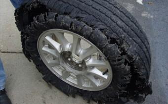 neumático en mal estado-7 claves a tener en cuenta para mantener las condiciones de seguridad